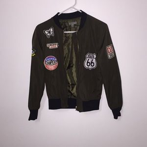 Cute army green bomber jacket with patches